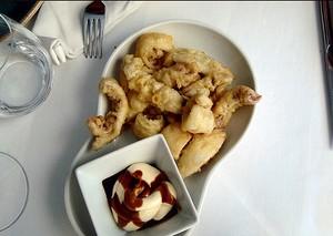 Calamares a la andaluza con mayonesa y soja