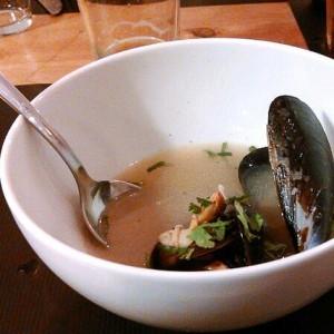 Sopa nikkei de marisco