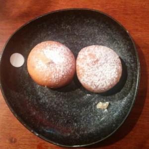 Buñuelos japoneses con chocolate y jenjibre