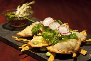Empanadillas crujientes con salsa ponzu